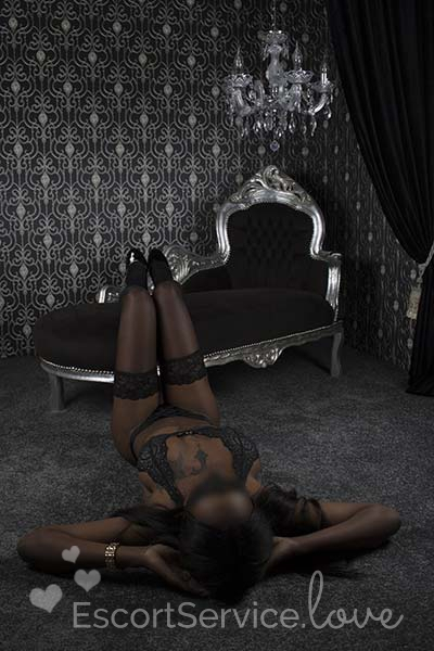 Slanke donkere escort dame Beni